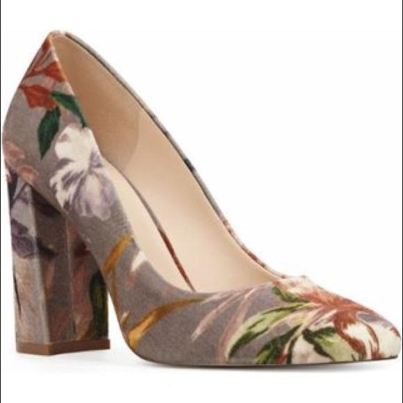 f6faf867f462cd Nine West Denton velvet floral pumps. M 5a46d0b036b9dea8ce12fb95